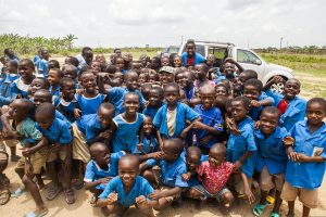 Cameroonian_school_children_gather_around_U.S._Army_Master_Sgt._John_Reid,_center,_for_a_group_photo_near_Douala,_Cameroon,_March_19,_2014,_during_Central_Accord_14_140319-A-PP104-039
